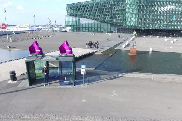Sustainable OOH: Wind Turbine powers itself by wind, JCDecaux Iceland