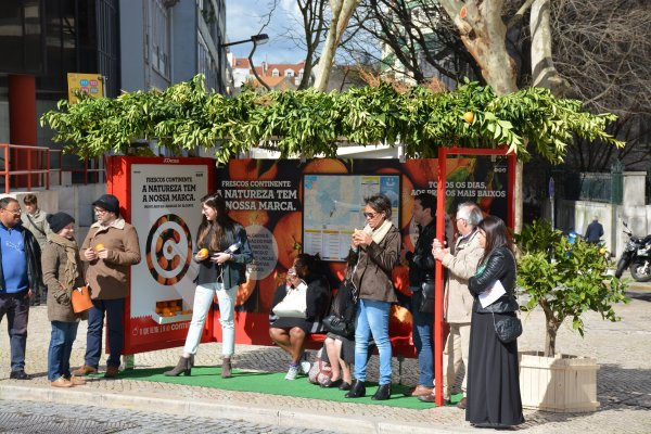 Continente bus shelter in orange dispenser, sounds effects and orange scent, JCDecaux Portugal, 2016