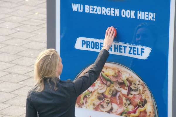 Domino's experiential campaign to promote GPS-enabled delivery, JCDecaux Netherlands, 2016