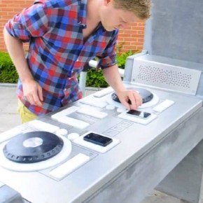 Dutch street furniture company Yalp designed the prototype of a DJ booth that can be set-up anywhere in public areas. Fono consists in a table similar to ... & An outdoor DJ booth | JCDecaux Group
