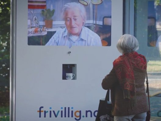 Freivillig.no live streaming volunteering bus shelter, JCDecaux Norway Sep 2017