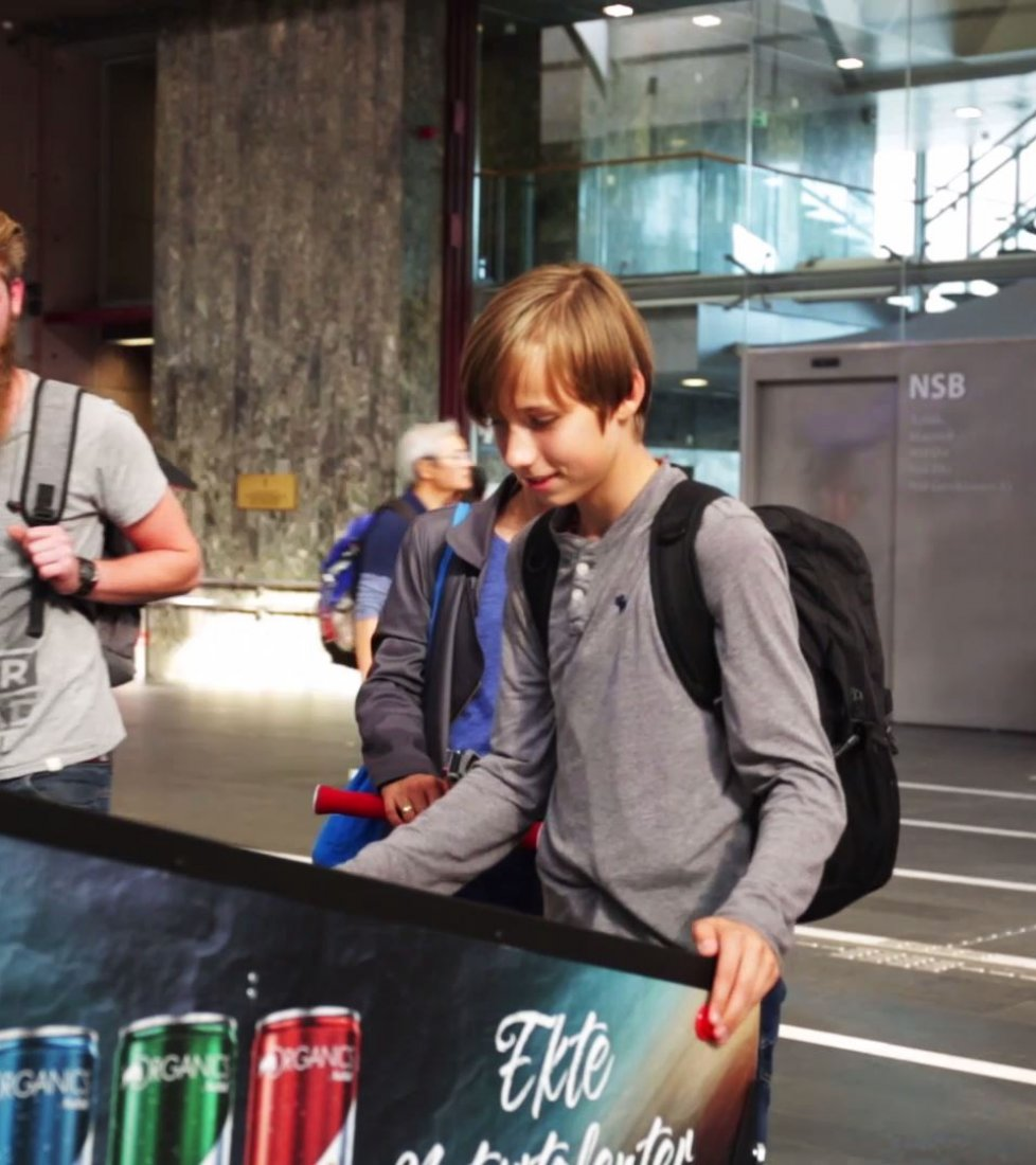 Red bull interactive special build game campaign at Oslo, 2018-08, JCDecaux Norway