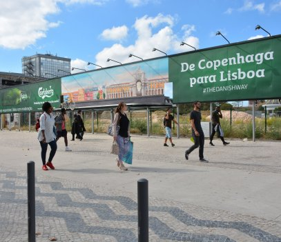 Carlsberg special build billboard in Lisbon, JCDecaux Portugal, 2018-10