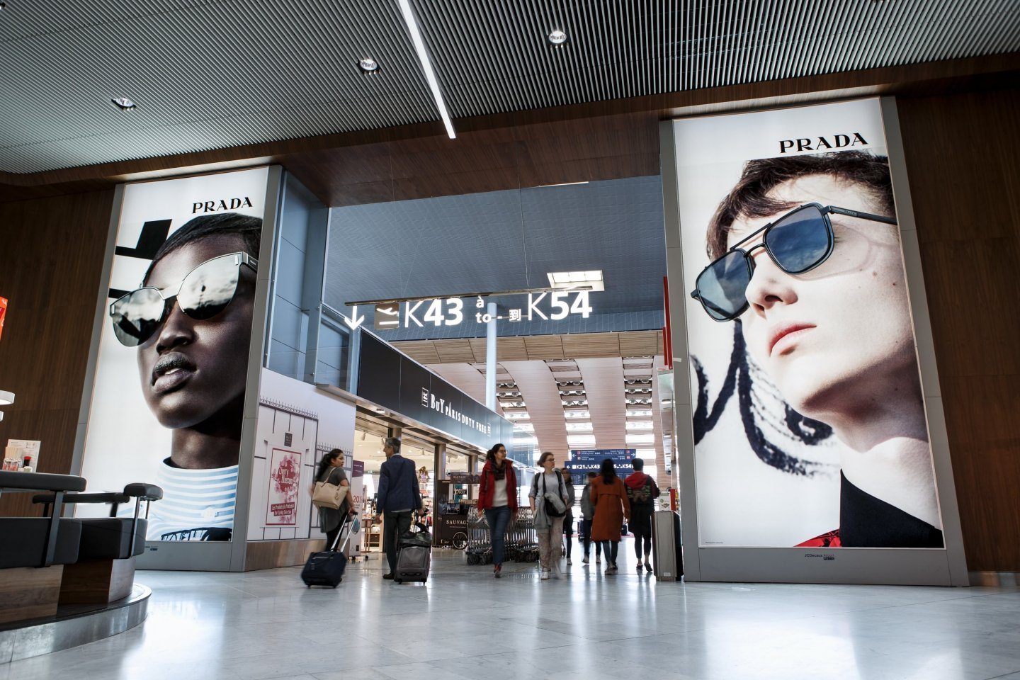 10 Reasons why airport advertising works, Prada, JCDecaux France, 2018 March